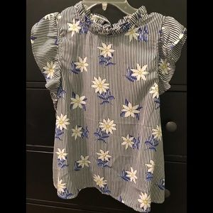 Forever 21 Daisy Flower Ruffle Sleeve Tie Top Med